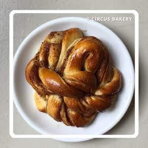 パリのパンオショコラ Circus Bakery サーカス・ベーカリー