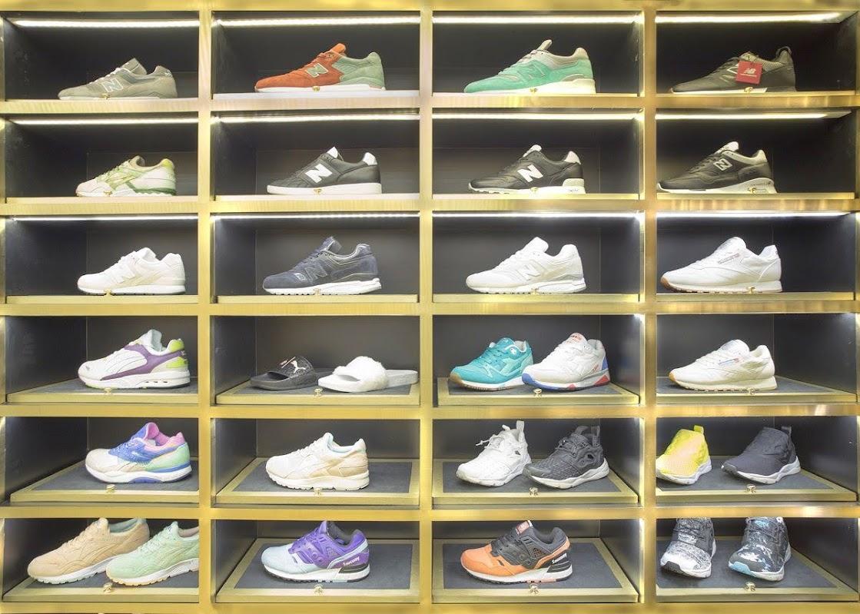 Tủ giày cửa hàng