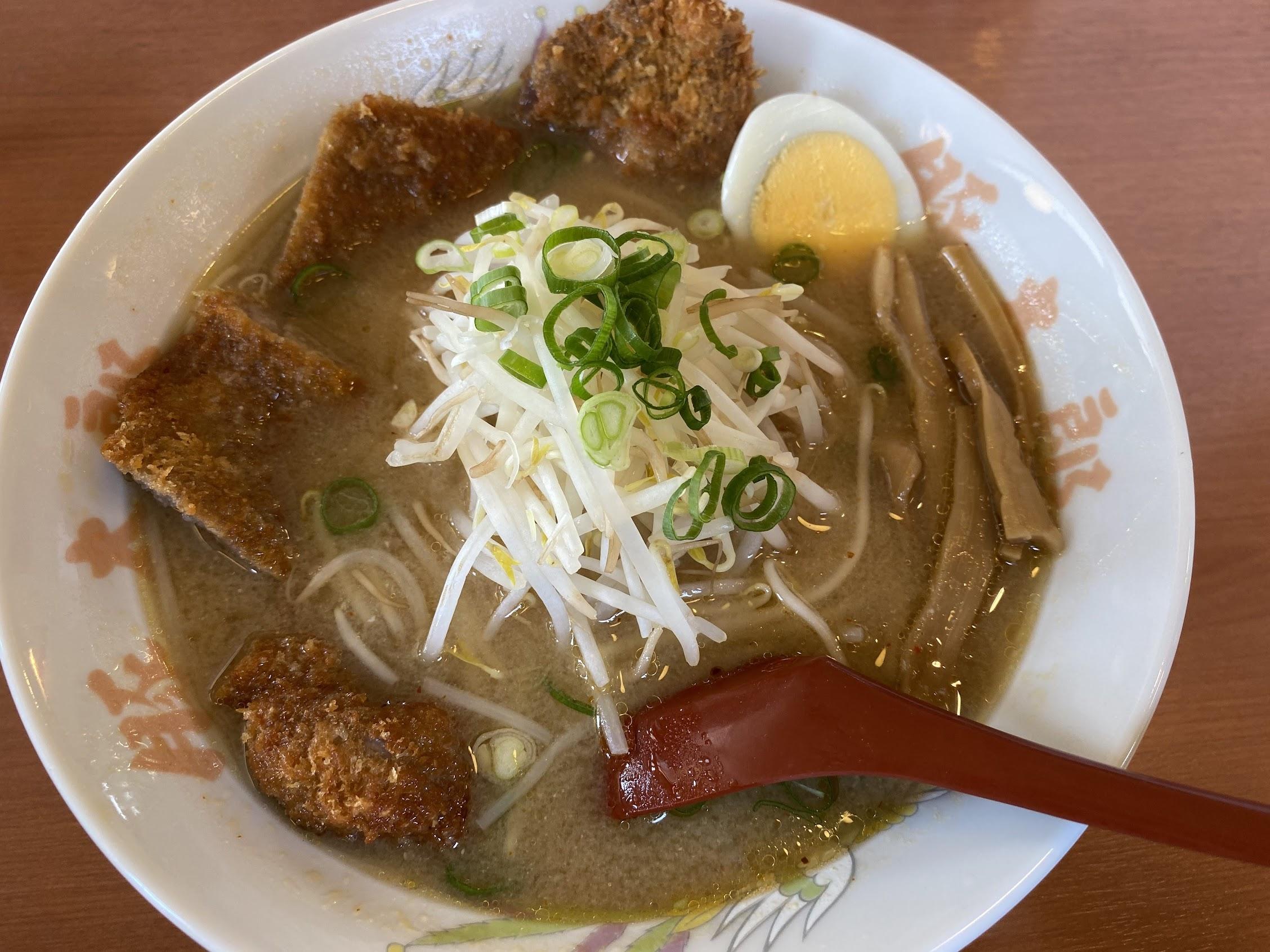 豚太郎南国バイパス店 味噌カツラーメン