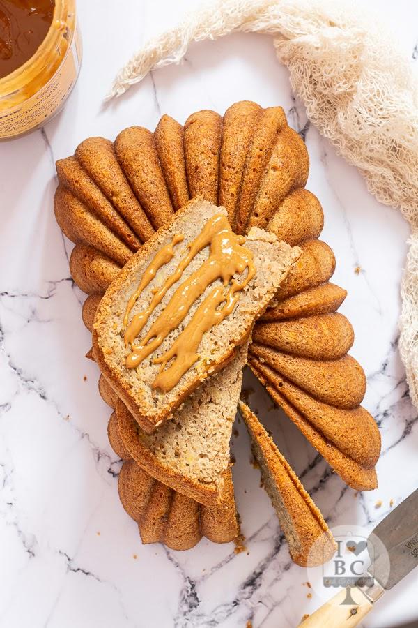 Loaf Cake de plátano y crema de cacahuete