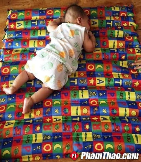 Làm sao cho em bé bớt quấy khóc, mẹ giảm áp lực hậu sản? Có nên nằm đệm nước?