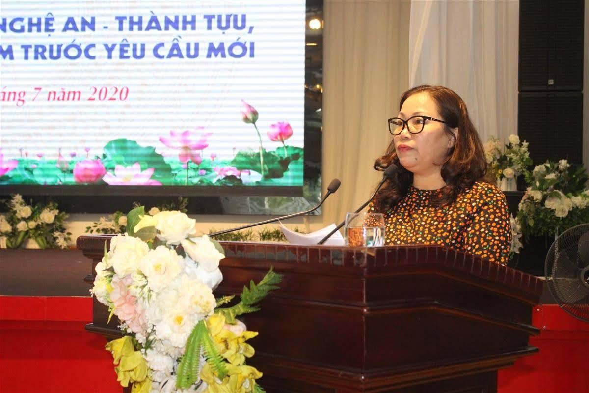 Đồng chí  Nguyễn Thị Thu Hường, Trưởng ban Tuyên giáo Tỉnh ủy phát biểu tại tọa đàm