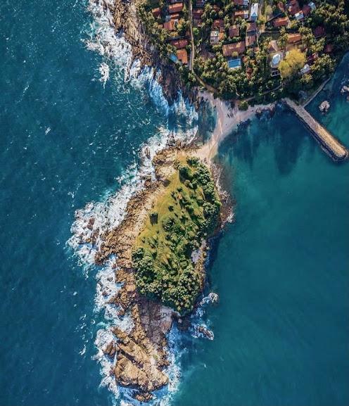 Blue Beach Island and Underwater Museum in Nilwella
