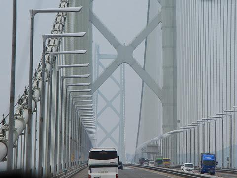 高松エクスプレス「フットバス」神戸線 明石海峡大橋通過