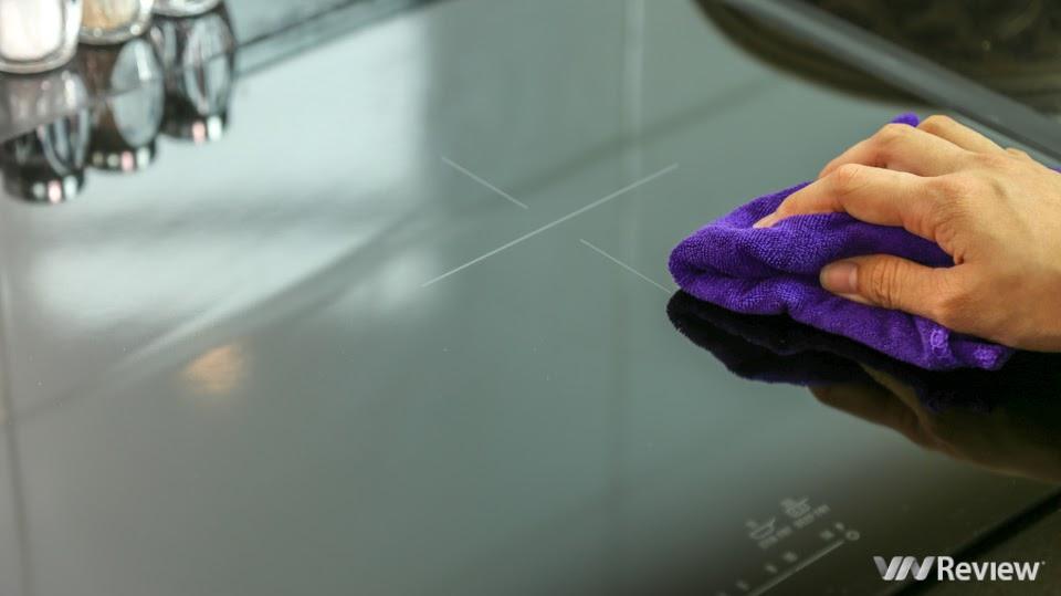 Bếp từ Electrolux EHI7280BA được làm bằng kính Ceramic