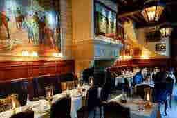 エミリー、パリへ行く Déjeuner avec l'ami de Ralph Louvre Restaurant