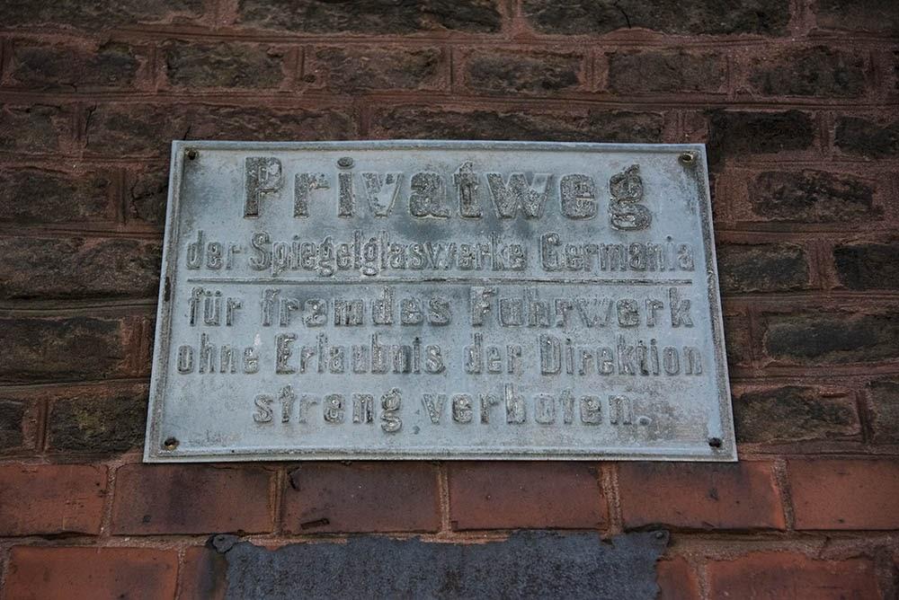 Рабочий посёлок Германиа, запрещающая табличка