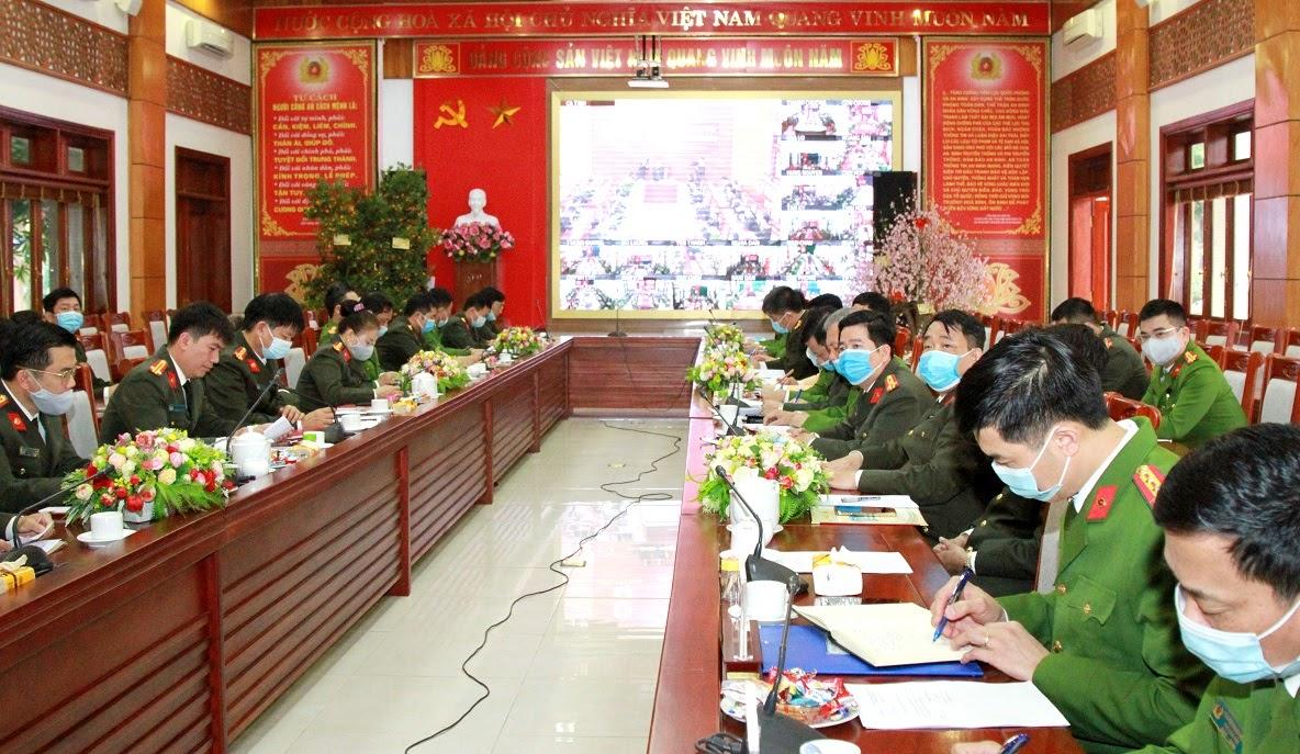 Lãnh đạo các phòng nghiệp vụ tham dự Hội nghị tại điểm cầu Công an tỉnh