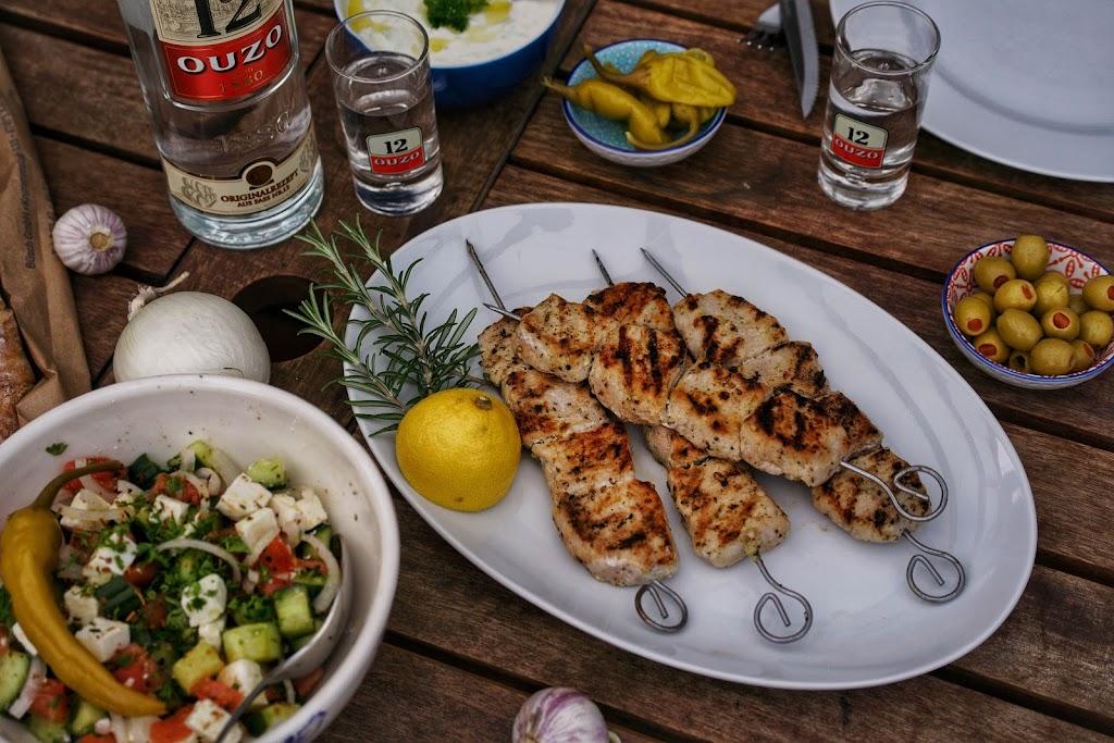 Souvlaki vom Grill, griechisch Grillen mit Ouzo 12