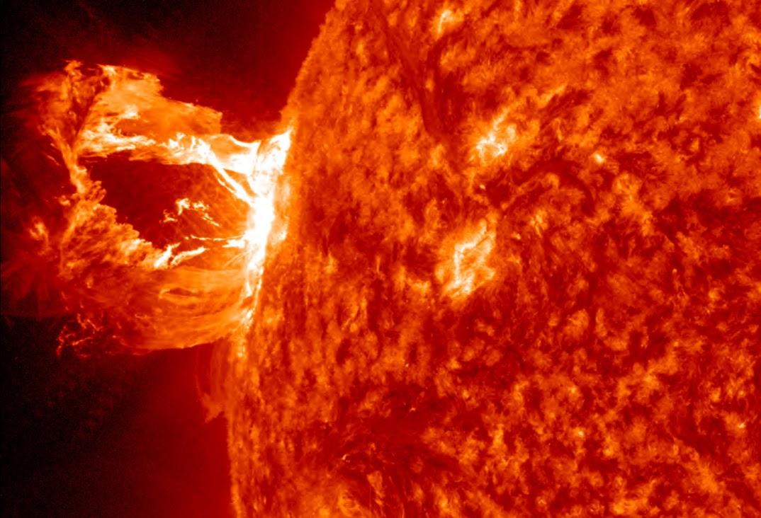 Slnečná eruptívna protuberancia. Zdroj: NASA/ISO/AIA.