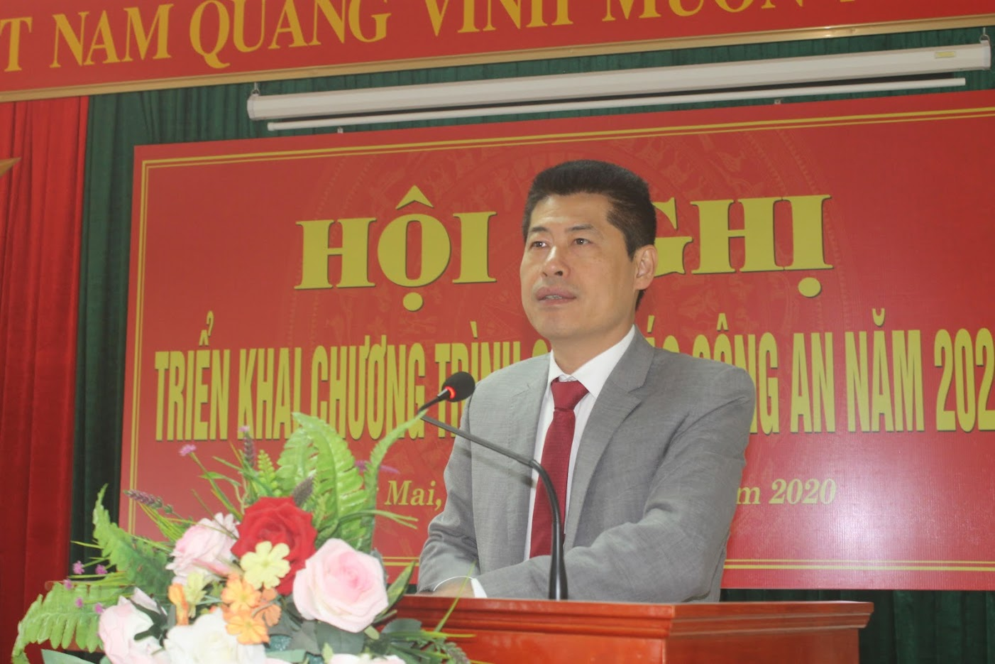 Bí thư Thị ủy Lê Trường Giang phát biểu tại hội nghị