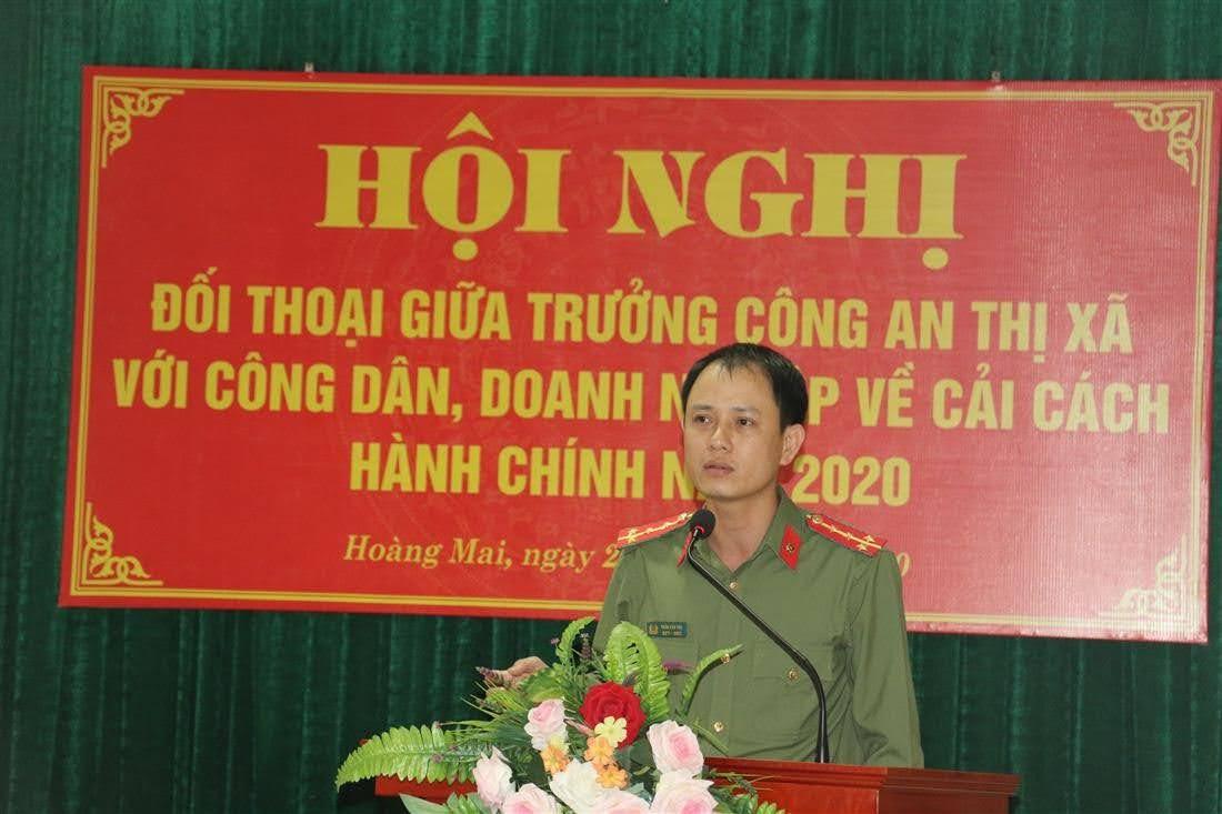 Đại úy Trần Văn Thọ, chuyên viên tham mưu, theo dõi công tác CCHC Công an tỉnh Nghệ An phát biểu tại hội nghị