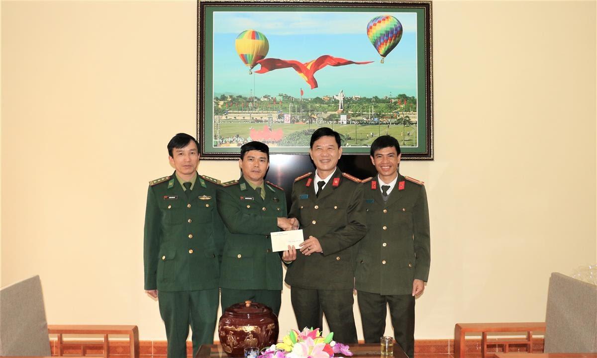 Đồng chí Đại tá Lê Văn Thái, Phó Giám đốc Công an tỉnh Nghệ An thăm và chúc tết tại Đồn Biên phòng Thông Thụ, Bộ Chỉ huy Bộ đội Biên phòng tỉnh Nghệ An.