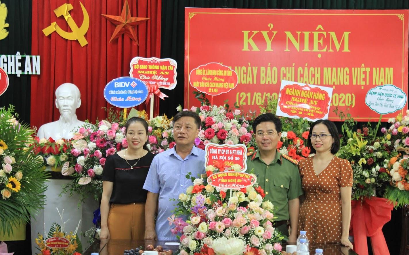 Công ty nhà Hà Nội số 30 chúc mừng