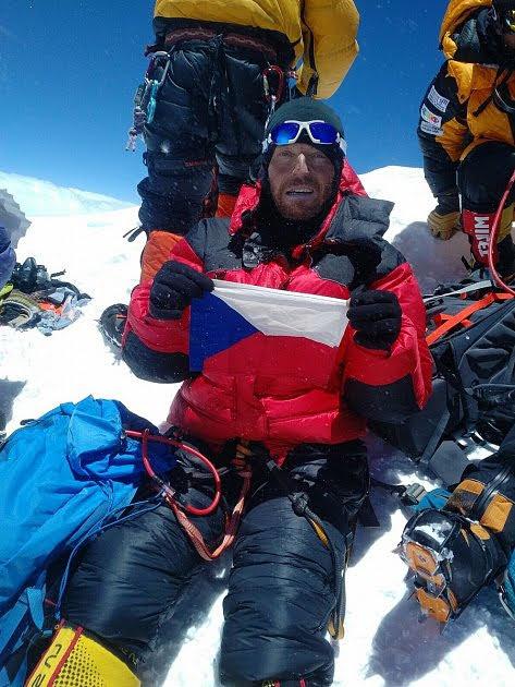 Ivo Grabmüller na vrcholu Mount Everestu