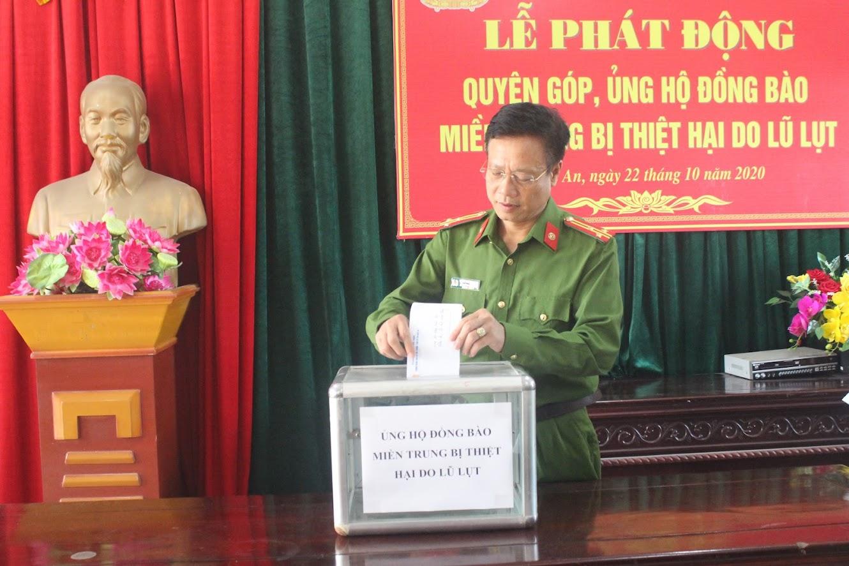 Thượng tá Trần Phúc Thịnh, Trưởng phòng CSMT ủng hộ đồng bào miền Trung