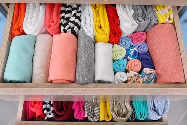 chỉ xếp quần áo khi đã khô hẳn
