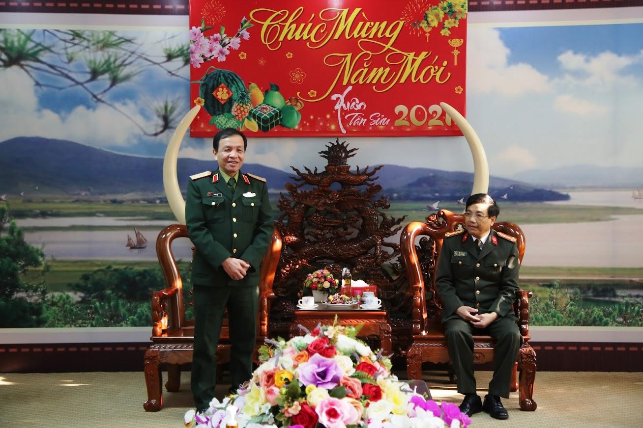 Thiếu tướng Hà Tân Tiến, Phó Tư lệnh Quân khu 4 đã gửi lời chúc sức khỏe, chúc lực lượng Công an Nghệ An năm mới có nhiều thắng lợi mới trong sự nghiệp xây dựng và bảo vệ Tổ quốc
