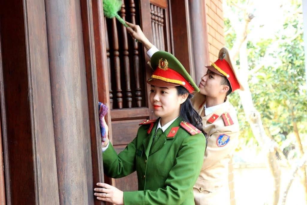 Vinh dự, tự hào là CBCS trên quê hương Chủ tịch Hồ Chí Minh và Bộ trưởng Trần Quốc Hoàn, mỗi CBCS thi đua làm nhiều việc tốt, giúp đỡ nhân dân, tất cả hướng về cơ sở, phục vụ tốt các nhu cầu, lợi ích chính đáng của tổ chức, công dân.