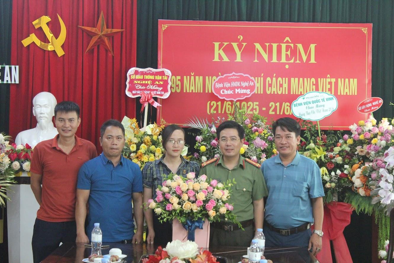 Văn phòng Báo Công an Nghệ An tại Hà Tĩnh chúc mừng