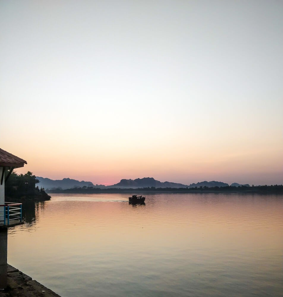 thanlwin river sunset hpa an.jpg