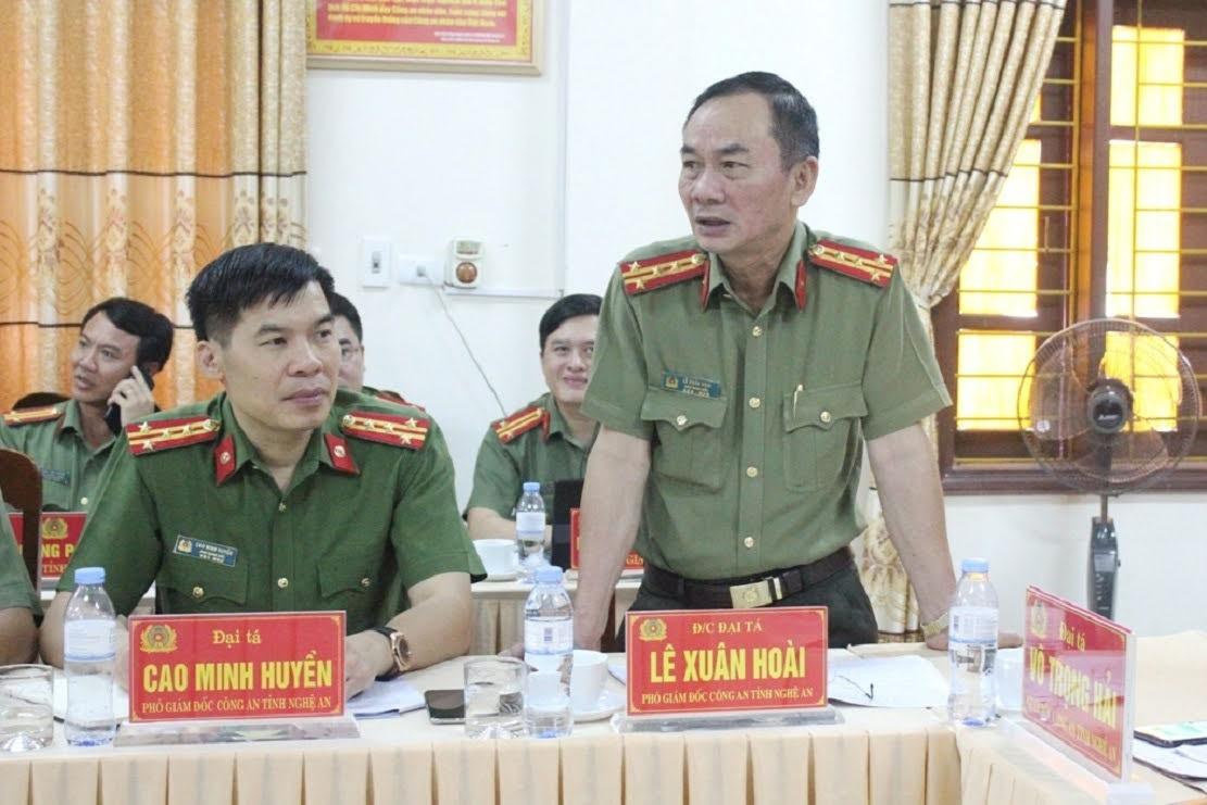 Đồng chí Đại tá Lê Xuân Hoài - Phó Giám đốc Công an tỉnh phát biểu tại buổi làm việc.