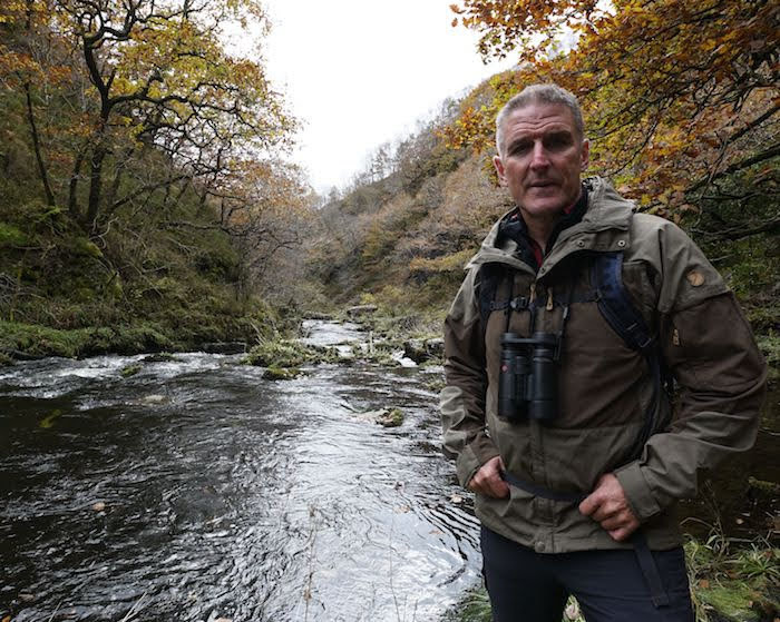 Iolo returns to the screen with local backdrops