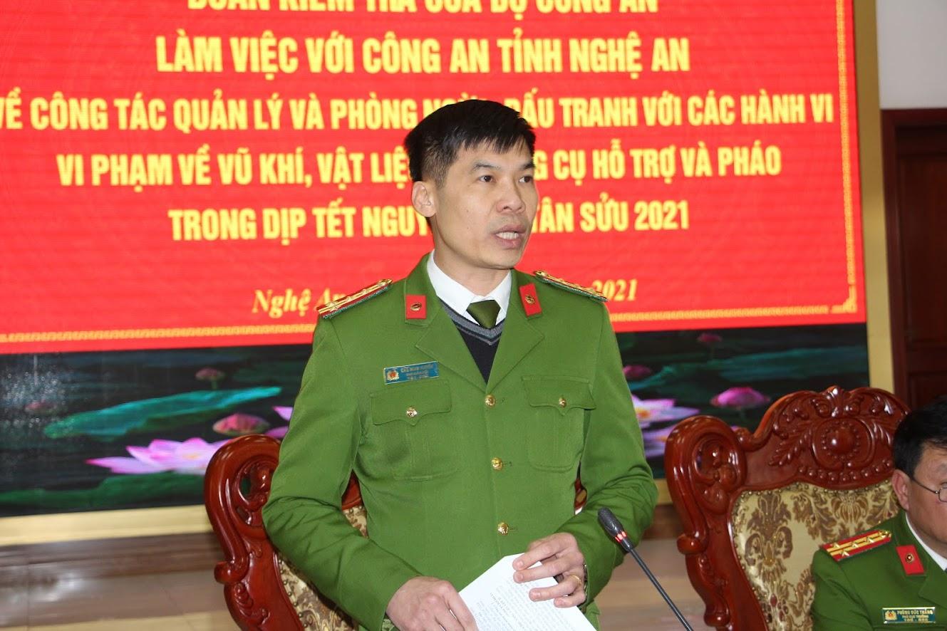 Đại tá Cao Minh Huyền, Phó giám đốc Công an tỉnh phát biểu tại buổi làm việc
