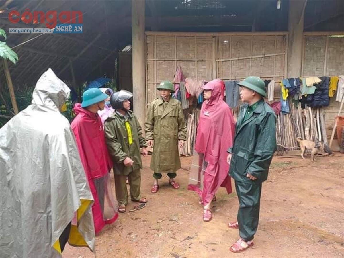 Công an xã Tam Quang triển khai các biện pháp giúp              nhân dân phòng, chống lũ lụt