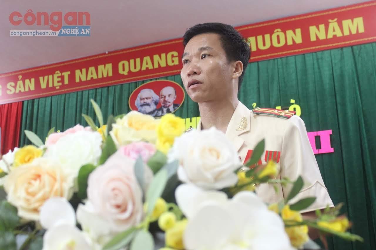 Thượng tá Trần Đức Thân, Trưởng Công an thị xã phát biểu tại Đại hội