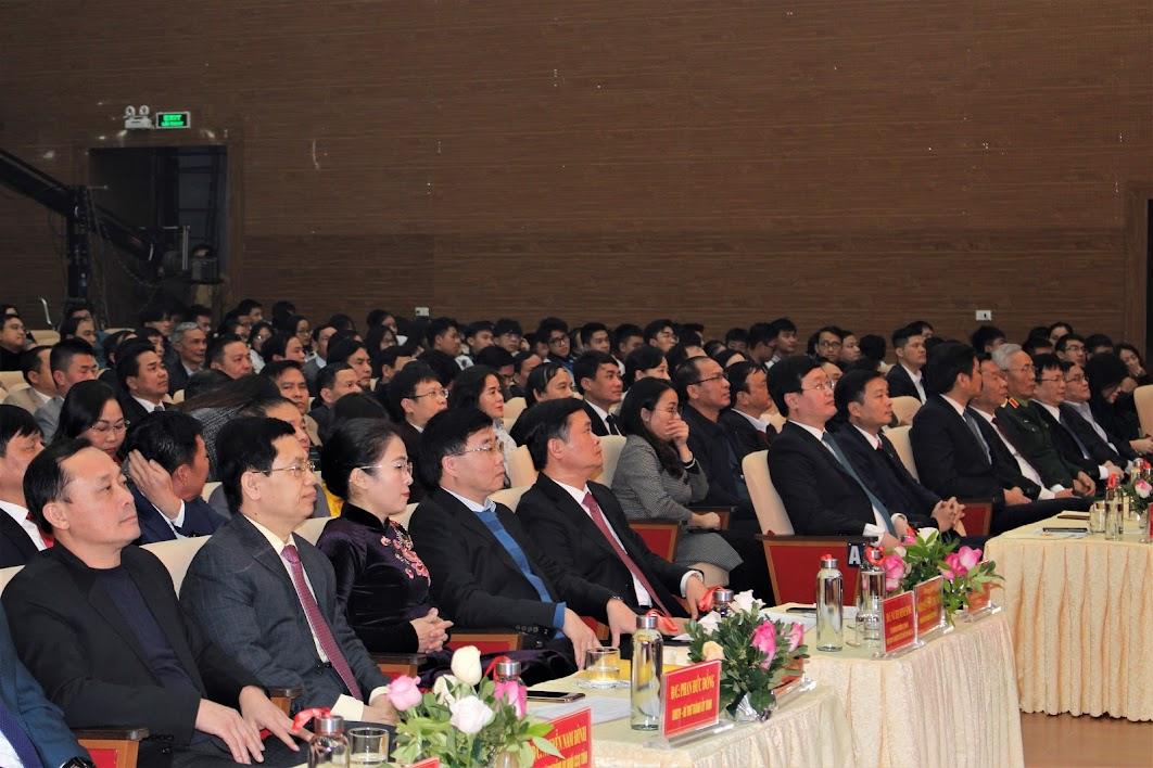 Các đồng chí lãnh đạo tỉnh Nghệ An và đông đảo doanh nghiệp, cá nhân tham gia chương trình