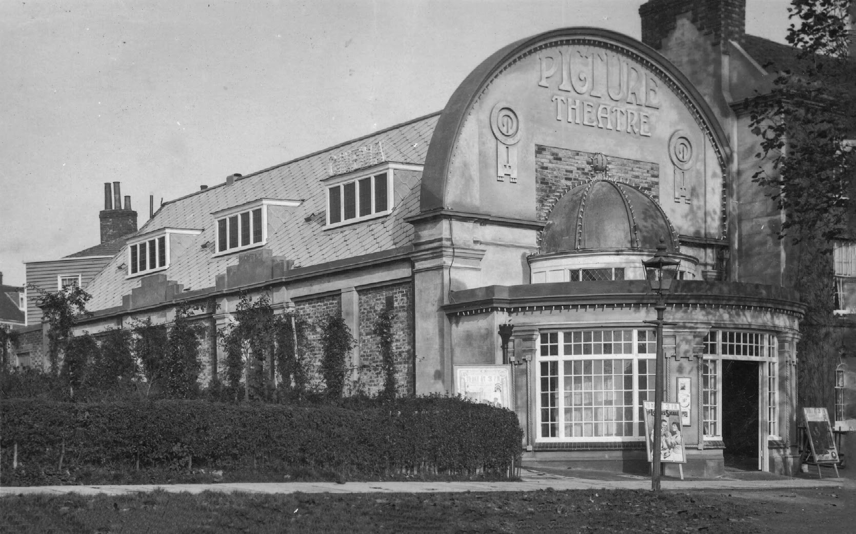 The Electric Palace in Oaks Road opened on 28 September 1912