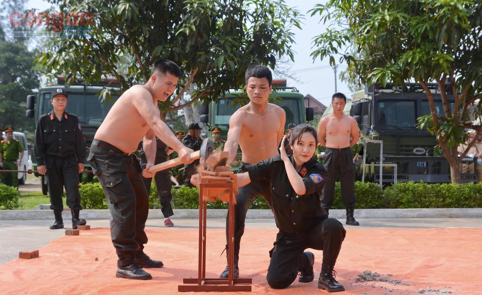 Công an Nghệ An tăng cường công tác huấn luyện quân sự, võ thuật  xây dựng lực lượng ngày càng tinh nhuệ, hiện đại