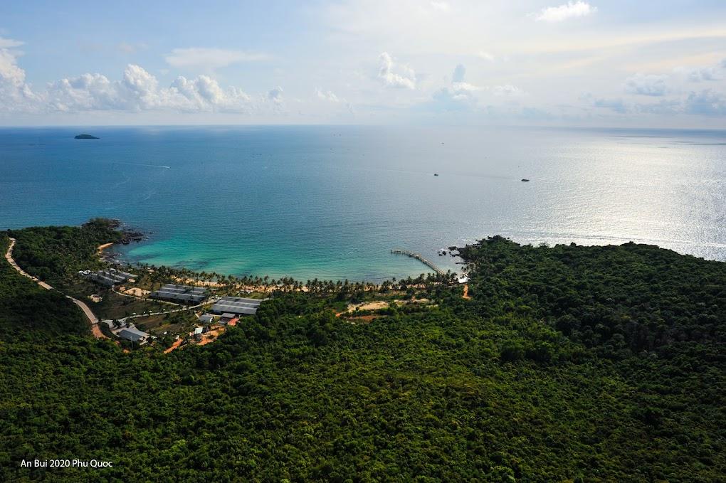 Biển Hòn Thơm nhìn từ cáp treo