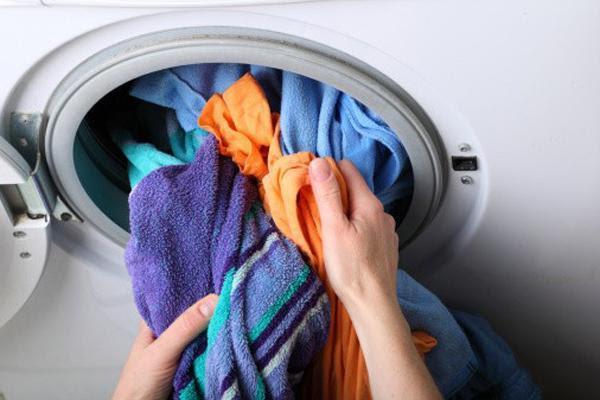 Máy giặt bị quá tải do quá nhiều quần áo