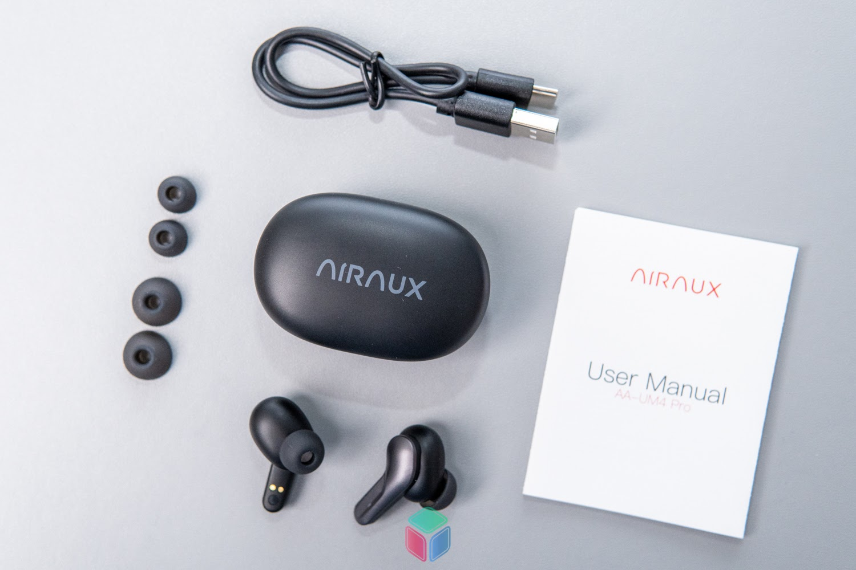 Bên trong hộp của tai nghe AA-UM4 Pro