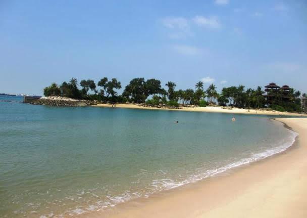 Palawan Beach (Pulau Palawan