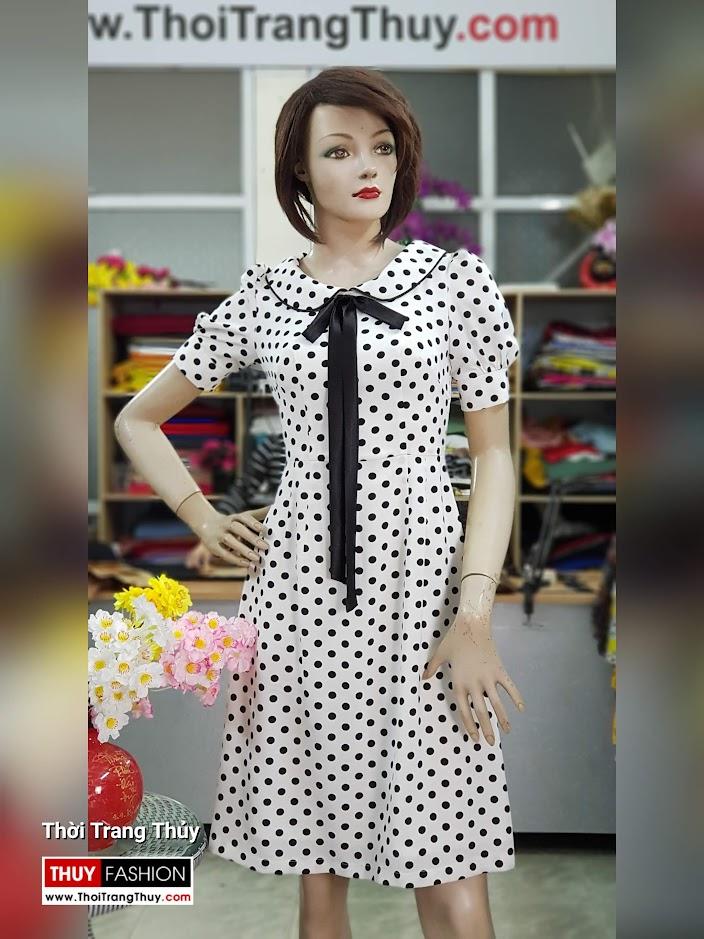 Váy xòe midi vải lụa chấm bi đen trắng dài qua gối V708 thời trang thủy hà nội