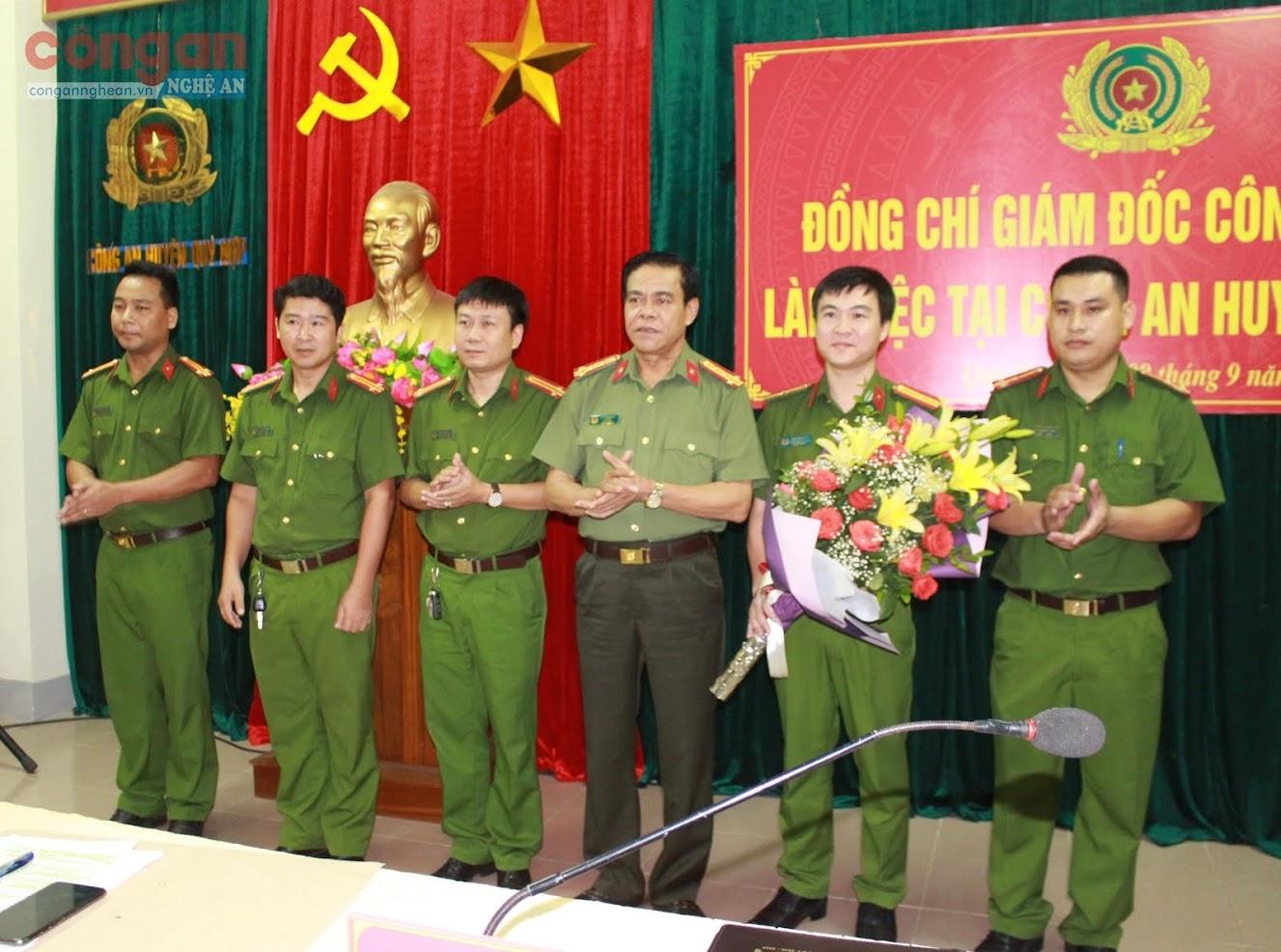 Lãnh đạo Công an tỉnh trao thưởng cho Ban chuyên án