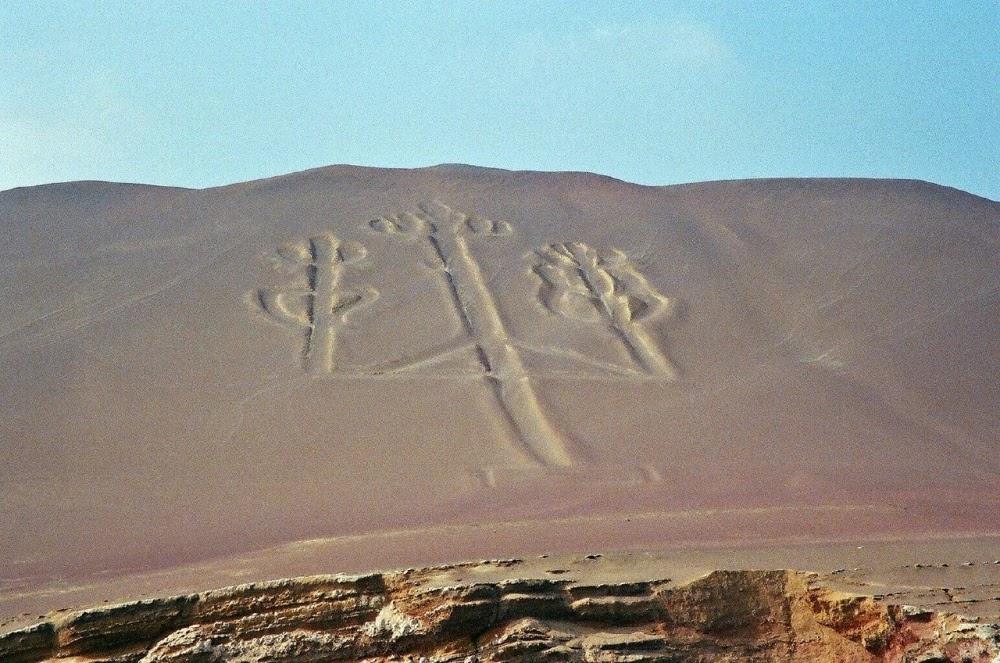 O geoglifo Candelabro de Paracas no Peru