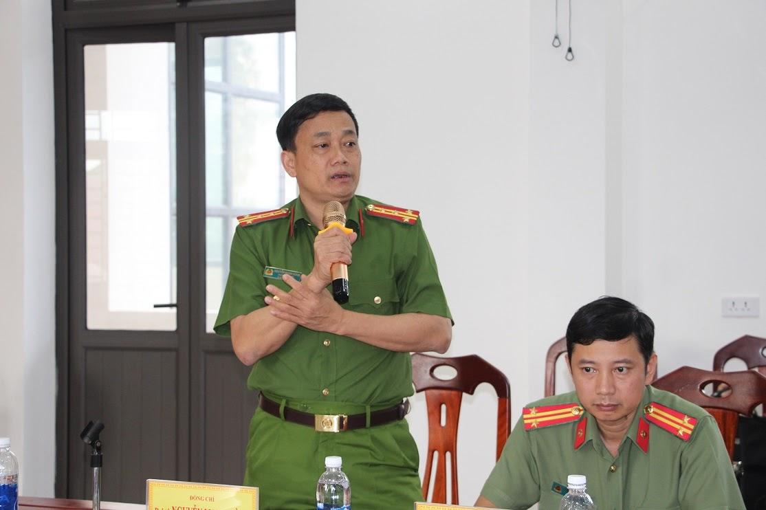 Đồng chí Đại tá Nguyễn Mạnh Hùng, Phó Giám đốc Công an tỉnh phát biểu tại buổi làm việc