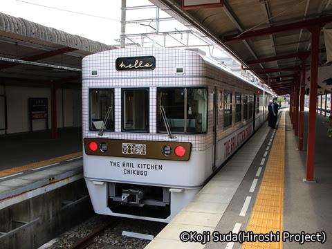 西鉄 6050形改造「THE RAIL KITCHEN CHIKUGO」 太宰府駅到着