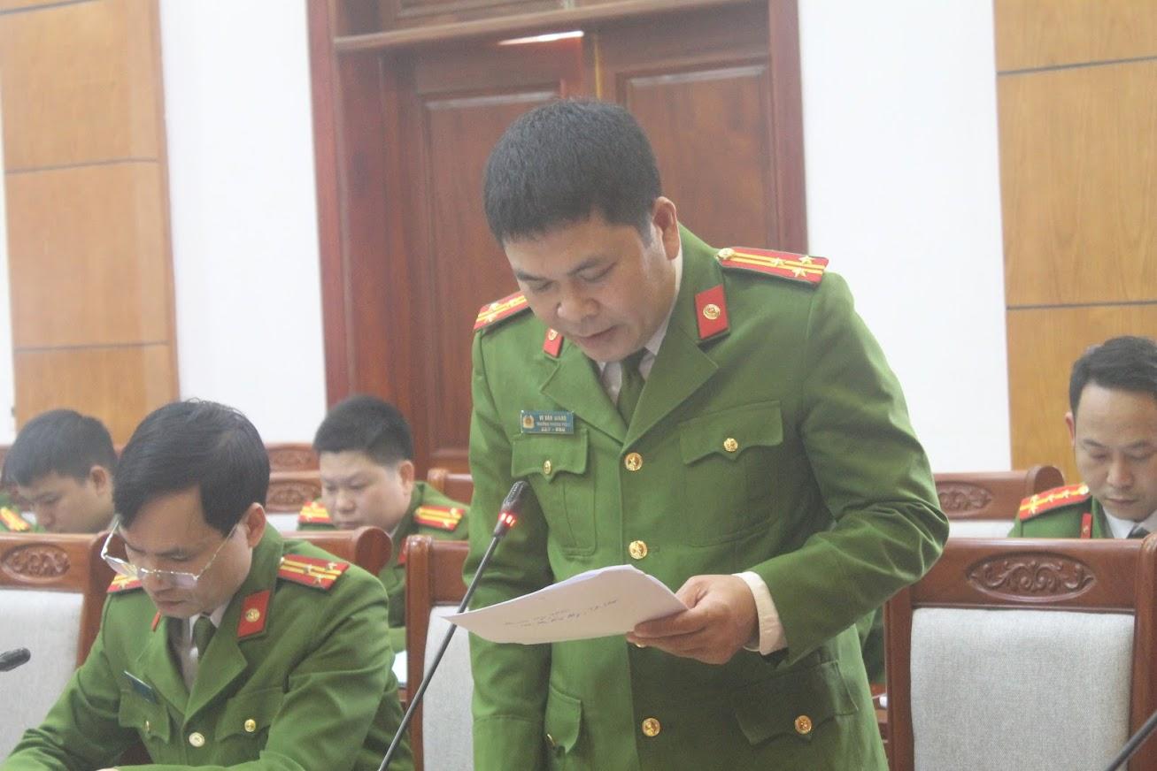 Thượng tá Vi Văn Giang,  Chánh văn phòng Cơ quan CSĐT phát biểu tại hội nghị