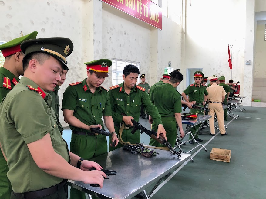 Huấn luyện sử dụng và bảo quản quân khí