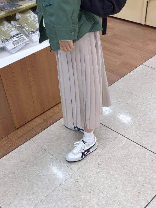 セラーノの着用例。スカートと合わせいる