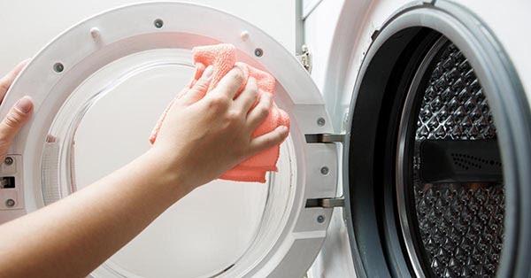 thường xuyên vệ sinh máy giặt, máy sấy cũng là cách để giữ mùi thơm cho quần áo lâu hơn