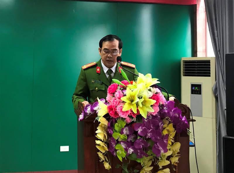 Đồng chí Thượng tá Cao Văn Tám, Trưởng Công an huyện thông qua mệnh lệnh Giám đốc Công an tỉnh về mở đợt cao điểm tấn công trấn áp tội phạm