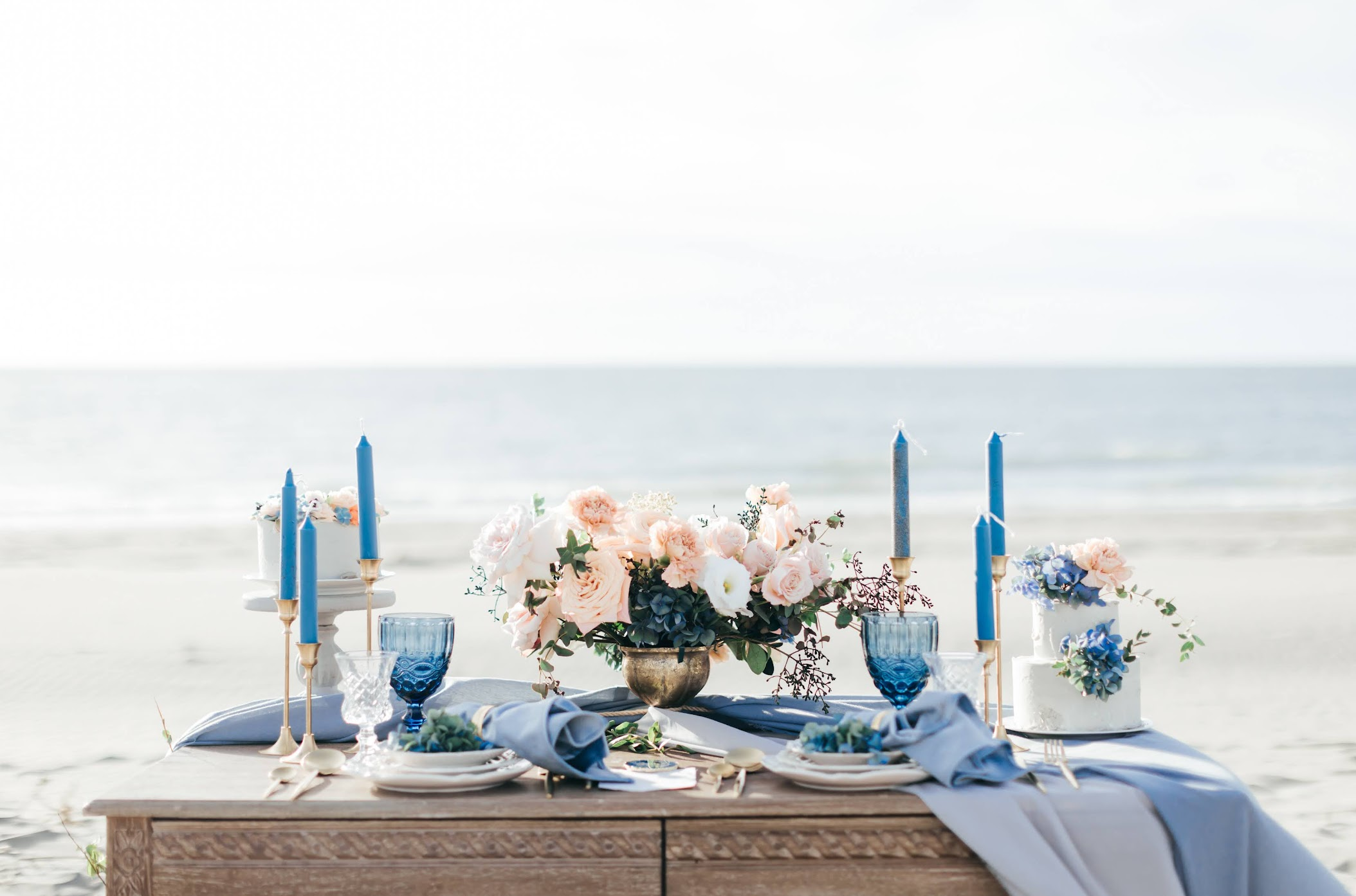 fine art 藝術婚紗 | Lucy + Seder Engagement | 海邊的美式逐光婚紗 fine art 藝術婚紗 / 佈置 藝術 婚紗 / 美式婚紗婚禮 / 海邊 婚紗, 今年夏天,我們前往 彰濱 海邊 ,替 Lucy & Seder 拍攝了這組 海灘 逐光 婚紗,在熾熱的季節 , 海邊 很涼爽舒適,使拍攝相當順利。這是一次非常深刻的 海邊 藝術 婚紗 拍攝經驗,而外拍後,我們又再前往棚內,在室內為他們拍攝AG便服的 逐光 美式 婚紗。