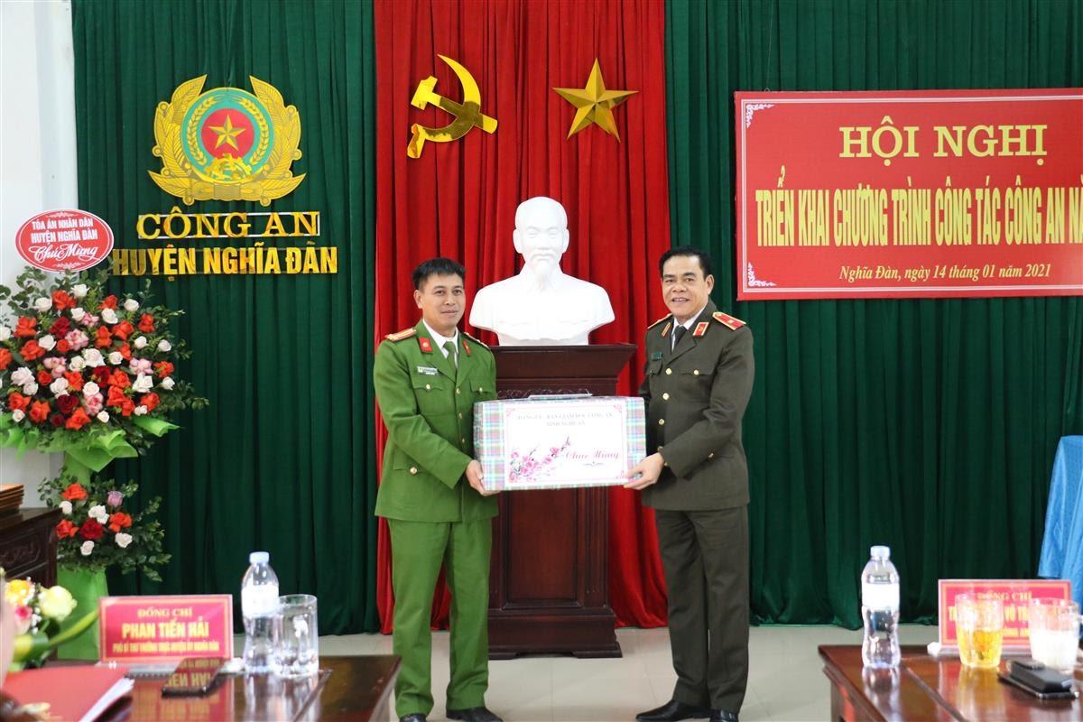 Thiếu tướng Võ Trọng Hải, Giám đốc Công an tinh chúc tết CBCS Công an huyện Nghĩa Đàn
