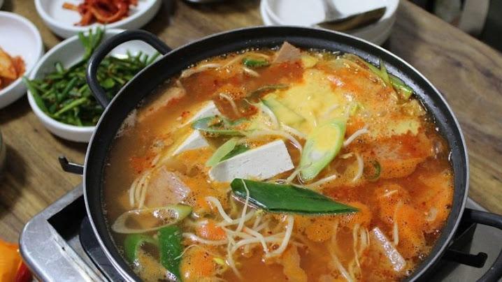 'Món hầm quân đội', từ cứu đói đến món ăn linh hồn Hàn Quốc